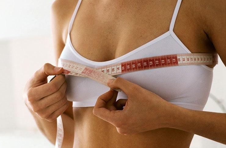 Κακές γυναικείες συνήθειες που κάνουν το στήθος να «εξαφανίζεται»