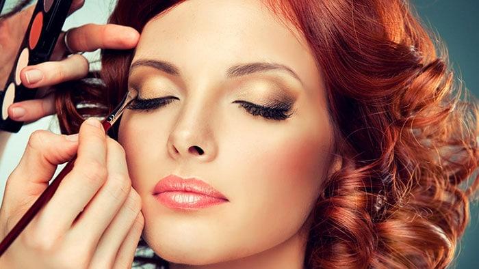 Το σωστό μακιγιάζ ανάλογα με το χρώμα μαλλιών σας (4)