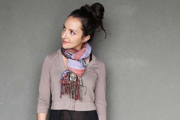 15 τρόποι να φορέσεις ένα φουλάρι - μαντήλι (6)