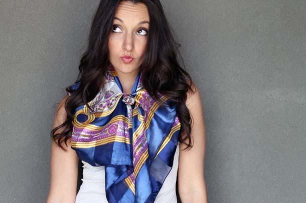 15 τρόποι να φορέσεις ένα φουλάρι - μαντήλι (9)