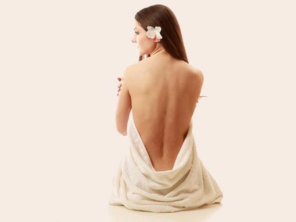 Μάσκα αντιμετώπισης της ακμής σε στήθος και πλάτη