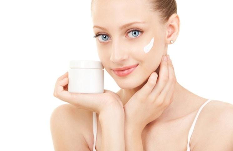 5 λόγοι για τους οποίους χρειάζεστε κρέμα ματιών