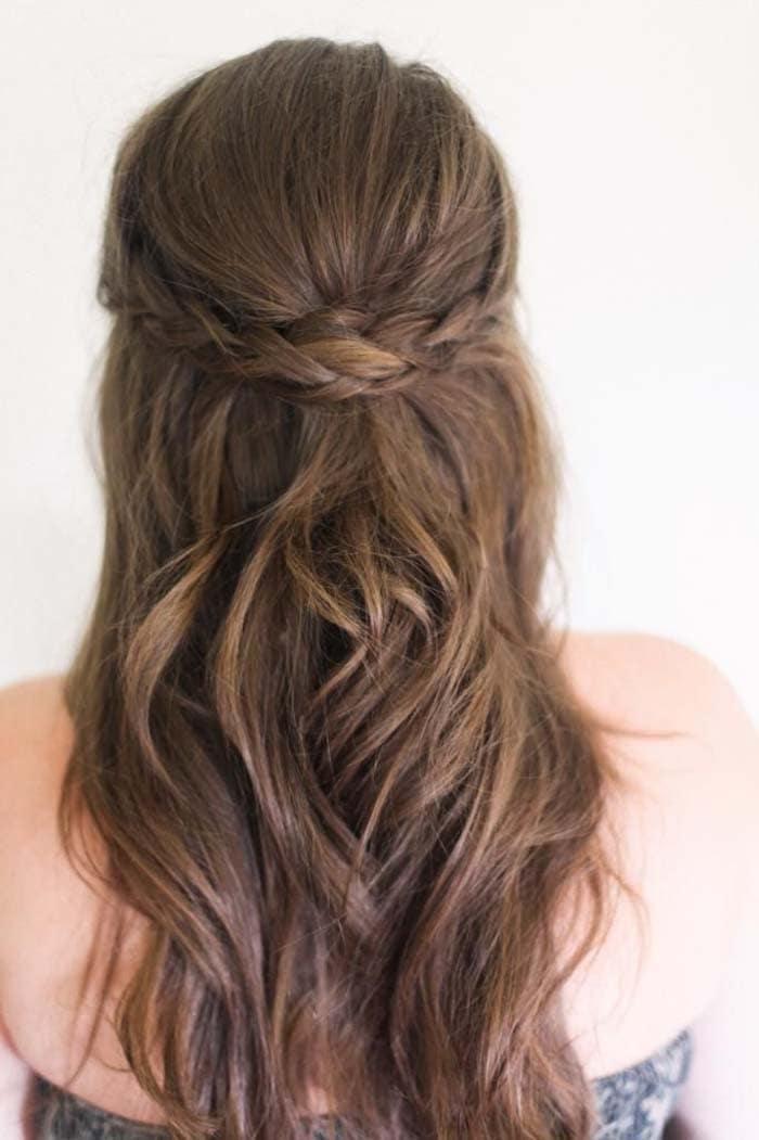 Υπέροχα χτενίσματα για μακριά μαλλιά που μπορείτε να κάνετε μόνη σας! (12)