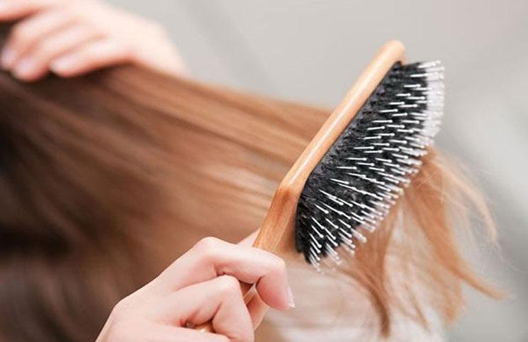 Καθαρίστε σωστά την βούρτσα των μαλλιών σας