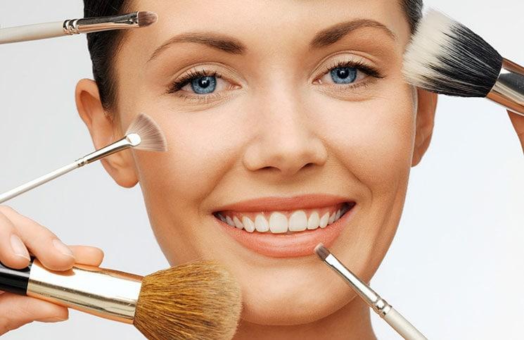 Λάθη στο μακιγιάζ που δημιουργούν ένα κουρασμένο αποτέλεσμα