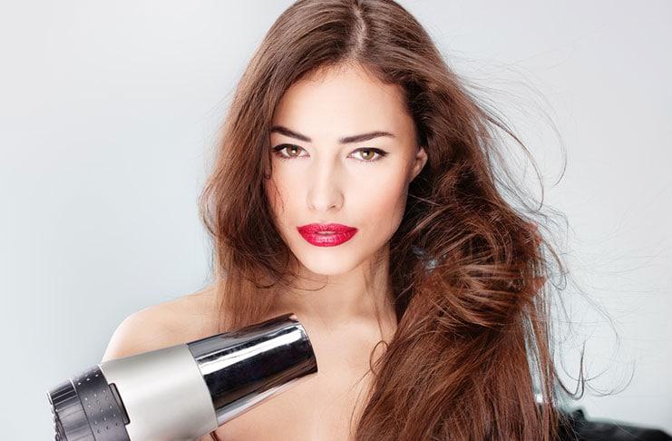 Απλά μυστικά hairstyling που θα σας κάνουν να δείχνετε τουλάχιστον 5 χρόνια νεότερη (1)