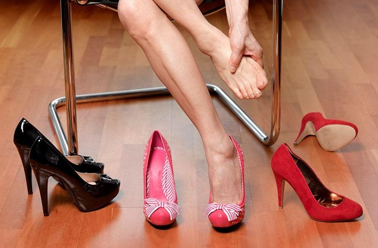 Έξυπνοι τρόποι για να μην σας χτυπάνε τα παπούτσια (1)