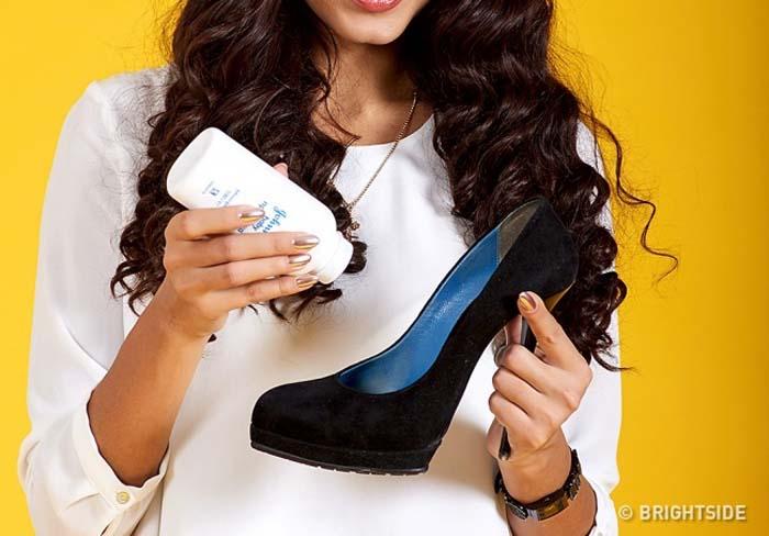 Έξυπνοι τρόποι για να μην σας χτυπάνε τα παπούτσια (3)