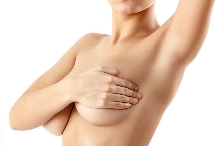 Στητό στήθος με φυσικό τρόπο