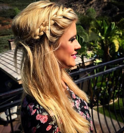 Σαγηνευτικά χτενίσματα για ίσια μαλλιά που θα σας κάνουν να ξεχωρίσετε (26)