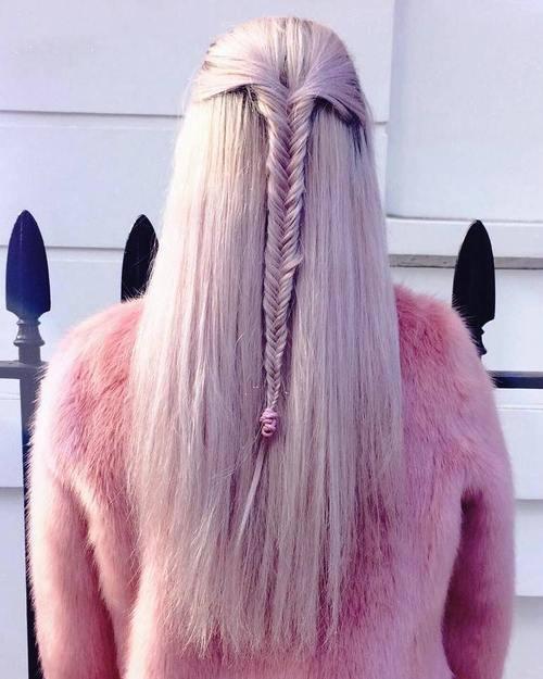 Σαγηνευτικά χτενίσματα για ίσια μαλλιά που θα σας κάνουν να ξεχωρίσετε (28)