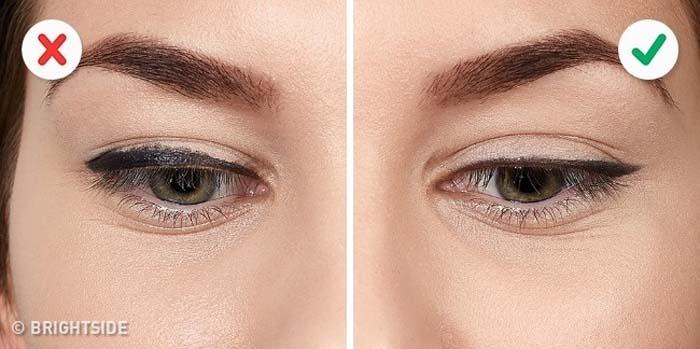 10 λάθη που καταστρέφουν τo Winged Eyeliner (2)