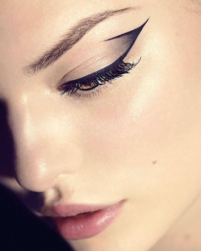 Negative space eyeliner (4)