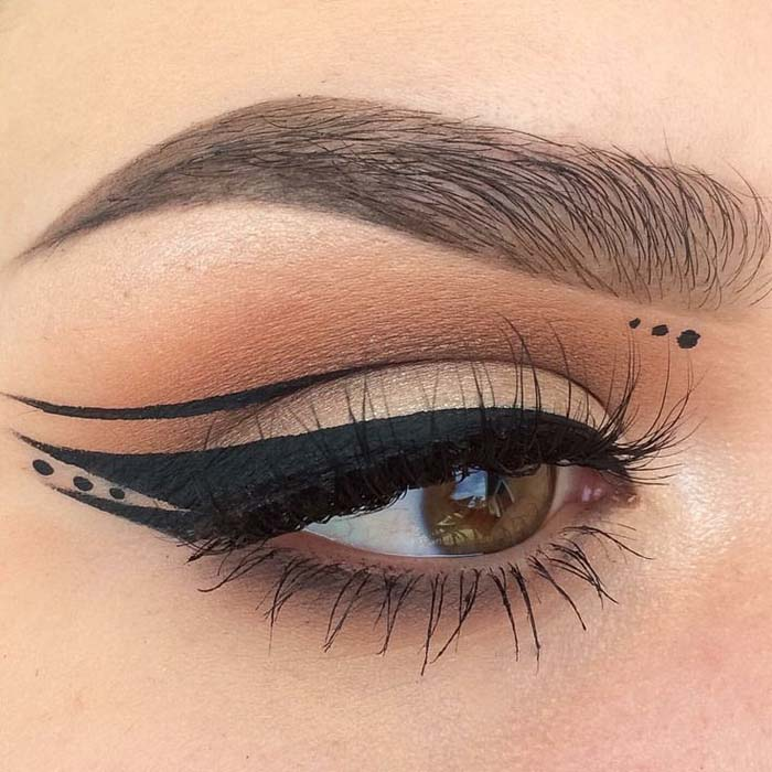 Negative space eyeliner (7)