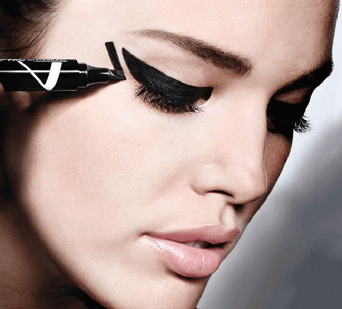 Negative space eyeliner (14)
