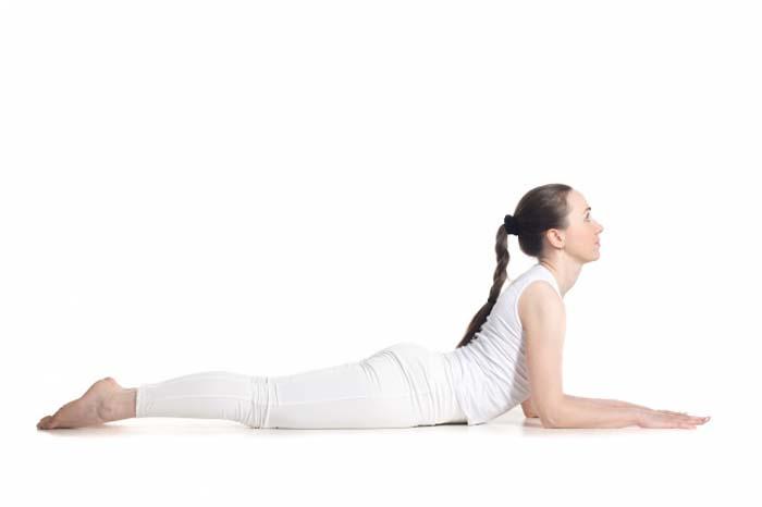 7 σούπερ αποτελεσματικές στάσεις της γιόγκα για όμορφο στήθος (4)