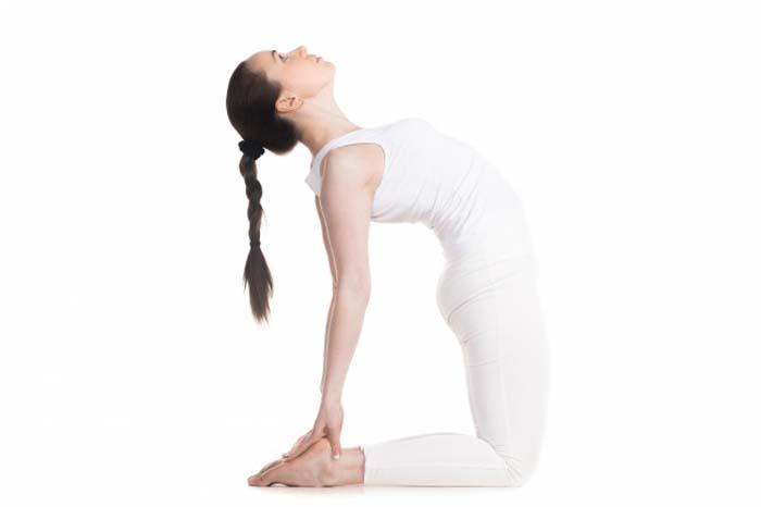 7 σούπερ αποτελεσματικές στάσεις της γιόγκα για όμορφο στήθος (8)
