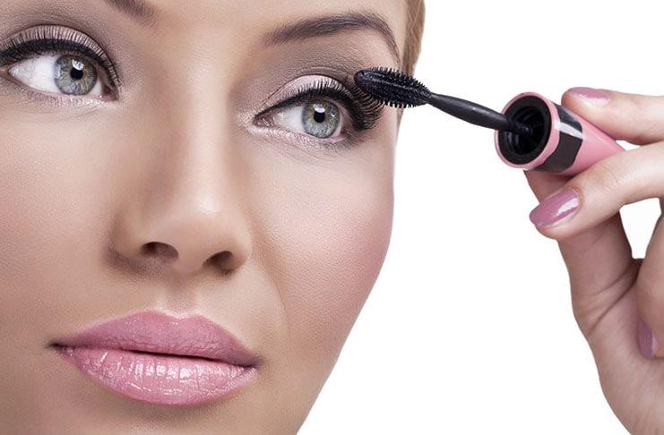 8 έξυπνα τρικ για τη ρουτίνα του μακιγιάζ (1)
