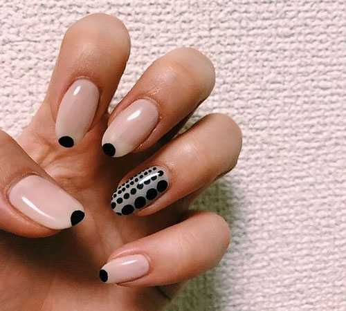 Minimal dot nails: Το πανεύκολο κορυφαίο trend στα νύχια (8)