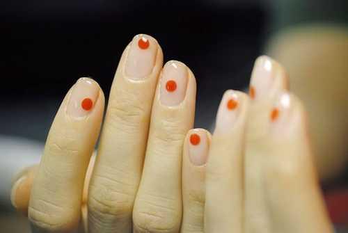 Minimal dot nails: Το πανεύκολο κορυφαίο trend στα νύχια (9)