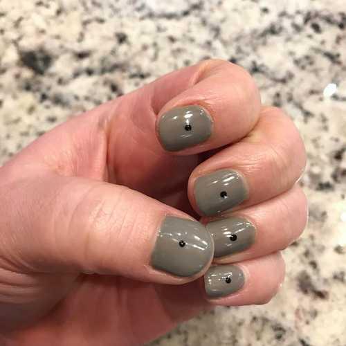 Minimal dot nails: Το πανεύκολο κορυφαίο trend στα νύχια (10)