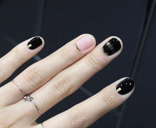 Wire nails (8)
