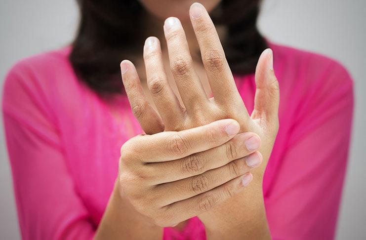 5 μυστικά για χέρια που δείχνουν 10 χρόνια νεότερα (1)