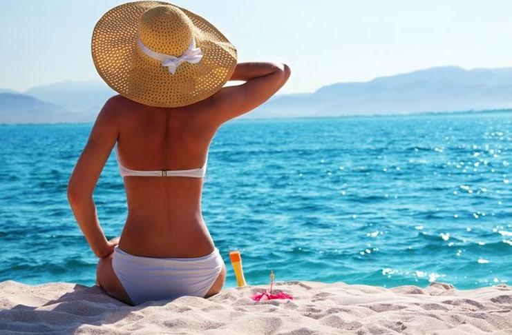 Όμορφη στην παραλία