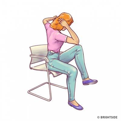 Ασκήσεις για επίπεδη κοιλιά που μπορείτε να κάνετε στην καρέκλα σας (6)
