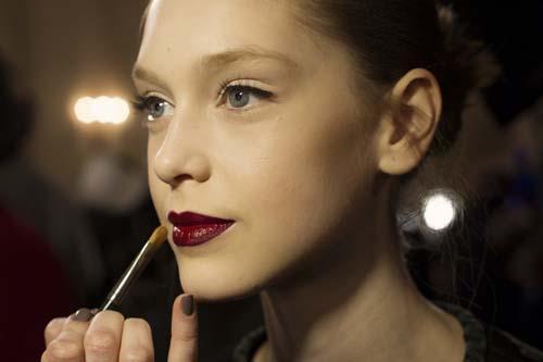 Wine red χείλη: 15+1 προτάσεις για σαγηνευτικό μακιγιάζ (3)