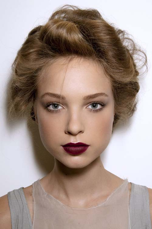 Wine red χείλη: 15+1 προτάσεις για σαγηνευτικό μακιγιάζ (2)
