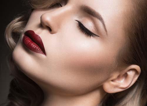 Wine red χείλη: 15+1 προτάσεις για σαγηνευτικό μακιγιάζ (13)