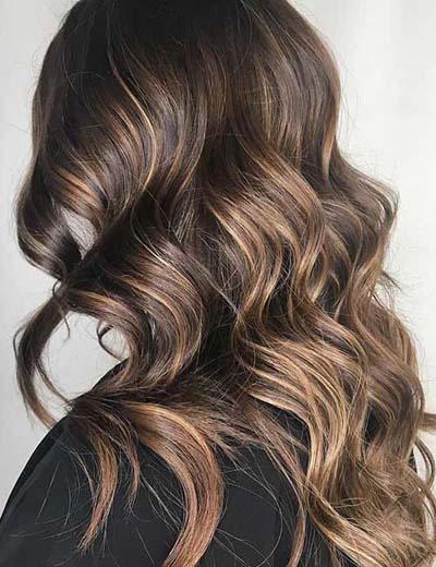 Golden Blonde ανταύγειες σε Chestnut καστανά μαλλιά
