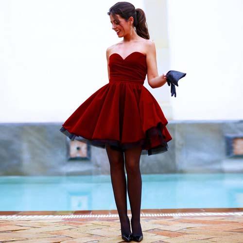 40a1d50dac43 Σαγηνευτικό κόκκινο βελούδινο στράπλες μίνι φόρεμα με τούλι στο εσωτερικό  και το τελείωμα του