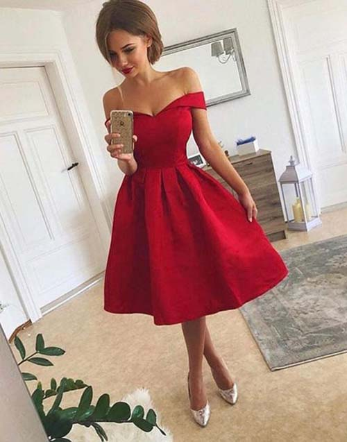 0b60067384d1 Midi cocktail dress σε κόκκινο χρώμα με έξω τους ώμους και ασημένιες γόβες