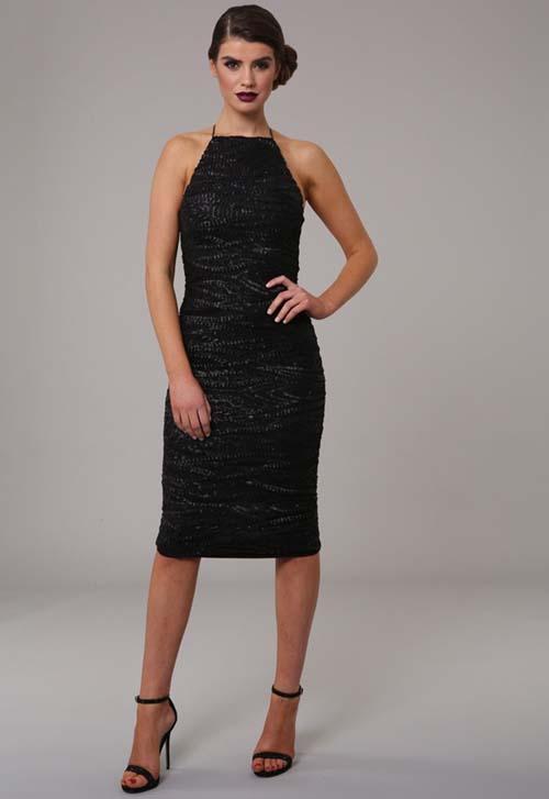 e246802cef1f Μαύρο εφαρμοστό φόρεμα που δένει στο λαιμό με μαύρες παγιέτες σε όλο του το  μήκος και