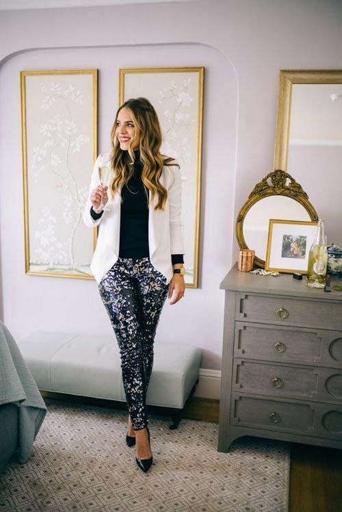 42244bca460b ... να φορέσετε ένα παντελόνι με μια μπλούζα σε χρώματα της αρεσκείας σας  και να στολίσετε το βραδινό σας σύνολο για το ρεβεγιόν με όμορφα κοσμήματα.