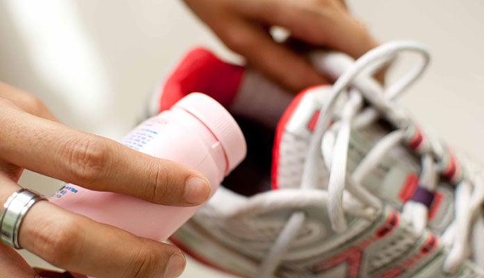 Παπούτσια που μυρίζουν: Τρόποι αντιμετώπισης της κακοσμίας (2)