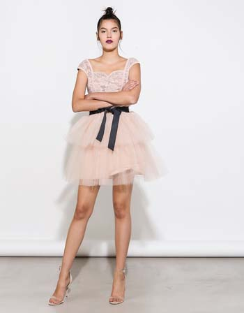 e7899c21c1bb Στράπλες κοντό φόρεμα για γάμο με τούλινη φούστα και κεντητό με παγιέτες  μπούστο – Lynne Κοντά φορέματα (2)