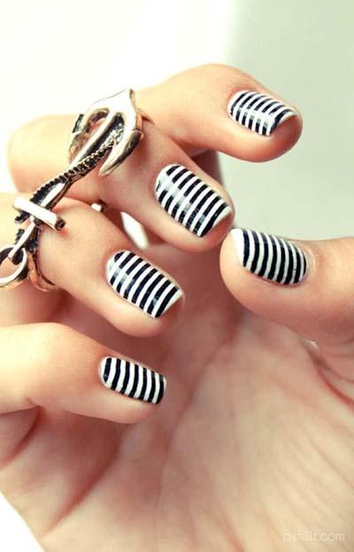 Ασπρόμαυρα σχέδια στα νύχια (4)