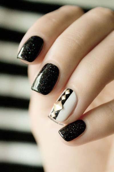 Ασπρόμαυρα σχέδια στα νύχια (34)