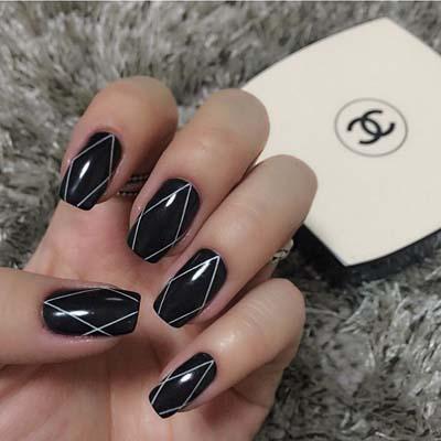 Ασπρόμαυρα σχέδια στα νύχια (48)