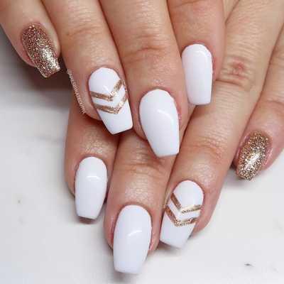 Άσπρα νύχια για εντυπωσιακά καλοκαιρινά σχέδια μανικιούρ (3)