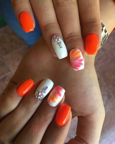 Λαμπερά καλοκαιρινά νύχια με στρας και άλλα τρισδιάστατα διακοσμητικά (6)