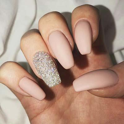 Nude σχέδια στα νύχια για το καλοκαίρι (2)