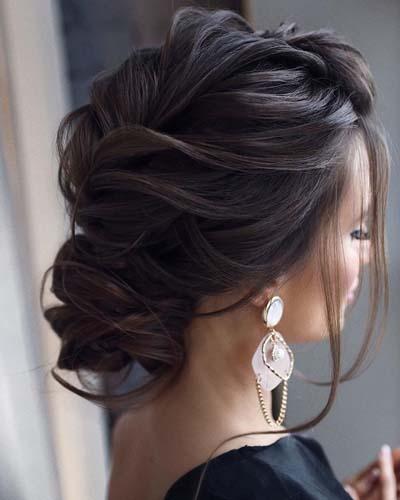 Κότσοι και σινιόν για νύφες με μακριά μαλλιά (4)