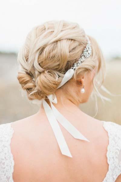 Ρομαντικά νυφικά χτενίσματα για μακριά μαλλιά με κορδέλα (2)