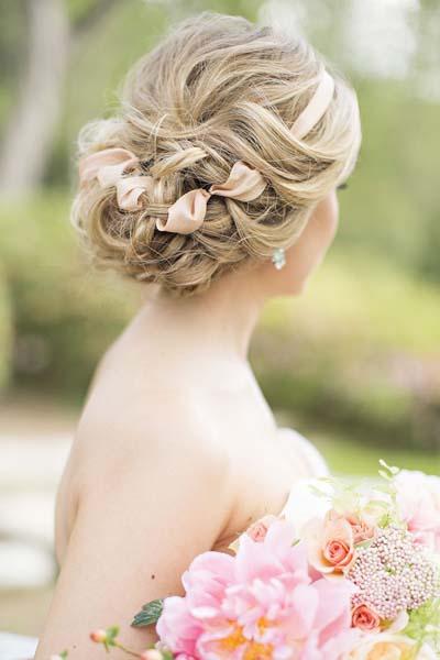 Ρομαντικά νυφικά χτενίσματα για μακριά μαλλιά με κορδέλα (5)