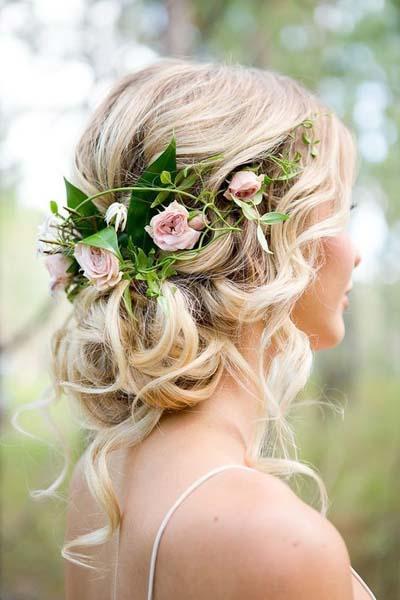 Νυφικά χτενίσματα για μακριά μαλλιά με λουλούδια (1)