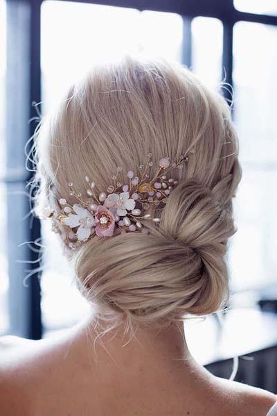 Νυφικά χτενίσματα για μακριά μαλλιά με λουλούδια (3)